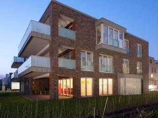 bei Dunkelheit, Blick von Osten: moderne Häuser von HARTWIG BÖSS Architekt