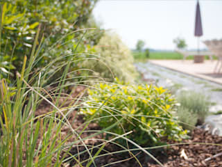 Un giardino per piccoli passi: Giardino in stile  di exTerra | Consulenze ambientali e Design nel verde