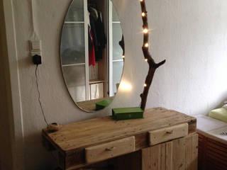 Schminktisch. Paletten, mit LED-Beleuchtung:   von palettenbett.com