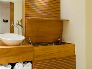 Baños de estilo moderno de LORENZZO ARQUITETURA E INTERIORES Moderno