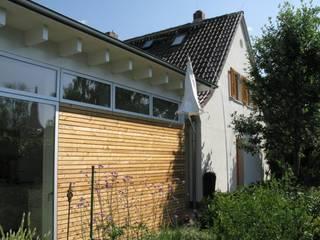 Straßenfassade Anbau / Altbau:  Häuser von RiekeGüntscheArchitekten BDA