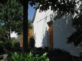 Straßenfassade mit Eingang Altbau:  Häuser von RiekeGüntscheArchitekten BDA