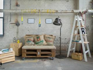 Zainspiruj się... LOFT Skandynawski salon od Fabryka Palet Skandynawski