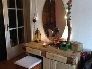 Schminktisch. Paletten und Waldholz, in Verwendung:   von palettenbett.com