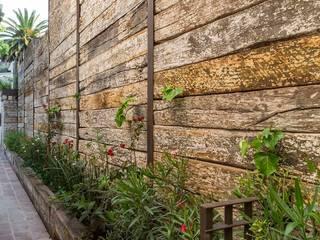 Rustic style garden by MARIANGEL COGHLAN Rustic