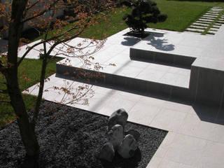 Un giardino a Padova. Giardino minimalista di ESTERNIDAUTORE Minimalista