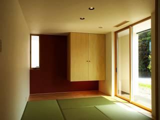 T2-house: SO-DESIGN建築設計室が手掛けた寝室です。