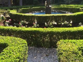 Un Giardino storico a Venezia. Giardino classico di ESTERNIDAUTORE Classico
