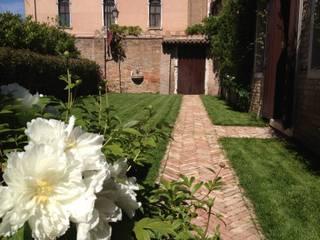 Un bed&breakfast a Venezia Giardino classico di ESTERNIDAUTORE Classico