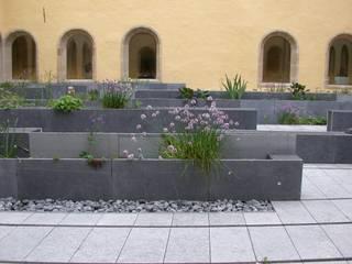 Cloître de l'Abbaye de Neumünster Jardin moderne par Digitale Paysage Moderne