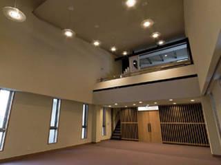 Church of Hotarugaike in Osaka Japan: 南俊治建築研究所が手掛けた現代のです。,モダン