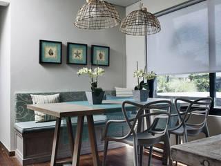 Salas de jantar  por MARIANGEL COGHLAN , Moderno