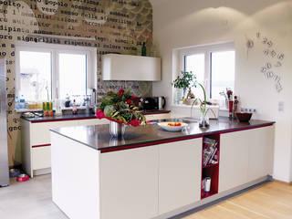 Aus alt wird modern: modern  von Schwarzott Einrichtungshaus & Werkstätte,Modern