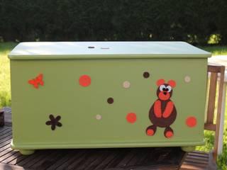 Coffre en bois relooké pour enfants par Tha Sanda Éclectique