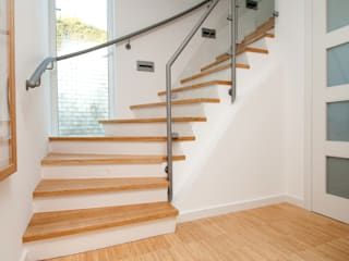 Industrieparkett und Treppenstufen aus Bambus Moderner Flur, Diele & Treppenhaus von Bambus Komfort Parkett Modern