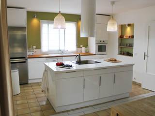 Rénovation d'une maison: Cuisine de style  par Agence Archi Confidentielle