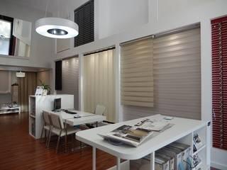 Showroom Luxaflex Las Rozas Oficinas y tiendas de estilo moderno de Luxaflex Concept Store Moderno
