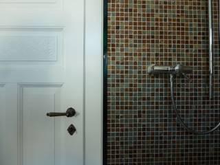 Haus eines Musikers Klassische Badezimmer von waldorfplan architekten Klassisch