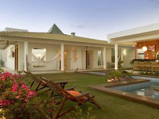 Casa Belvedere: Jardins  por Andrea Ker Bacha Design LTDA