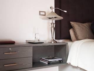 Quinto Distrito Arquitectura Modern style bedroom Wood Grey