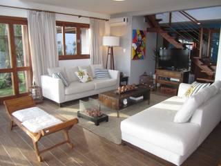 Casa de praia: Salas de estar  por Espaço do Traço arquitetura
