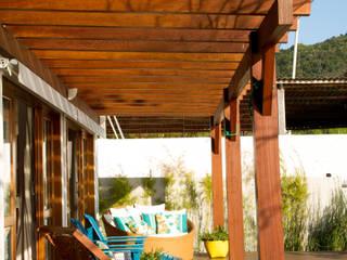 Espaço do Traço arquitetura Rustic style balcony, porch & terrace