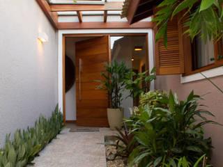 Pasillos y vestíbulos de estilo  por Espaço do Traço arquitetura, Rústico