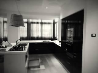 CASA T: Cucina in stile in stile Moderno di Nau Architetti