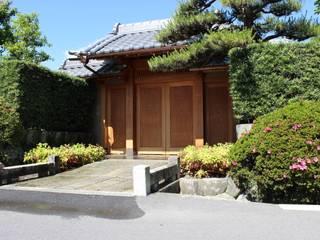 岐阜の住宅の門: 株式会社雛屋建設社が手掛けた家です。,
