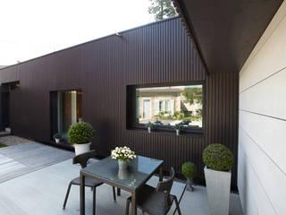 Maison individuelle à Villefranche-sur-Saône: Maisons de style  par Caroline Wach Architecture,