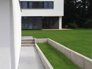 Wohnhaus in Laufamholz (Nürnberg) Karl Architekten Minimalistische Häuser