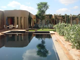 Pool and Garden:  Pool by JULIAN HUNTER ARCHITECTS