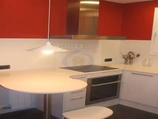 Kitchen by Reyes & Reyes reformas y servicios