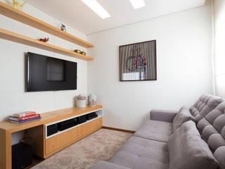 Multimedia-Raum von Haruf Arquitetura + Design