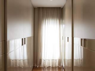 Top House SP: Closets  por Cristina Menezes Arquitetura