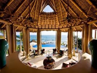 Casa Koi Salones tropicales de BR ARQUITECTOS Tropical