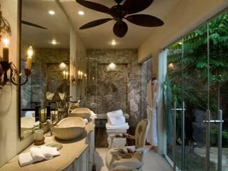 BR ARQUITECTOS Tropical style bathrooms