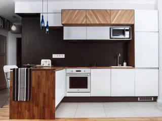 Apartament Bronowice Eklektyczna kuchnia od SPOIWO studio Eklektyczny
