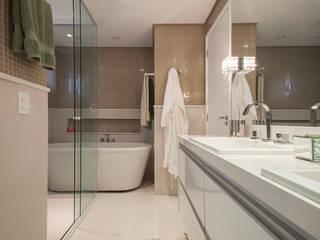 Salle de bains de style  par Biarari e Rodrigues Arquitetura e Interiores