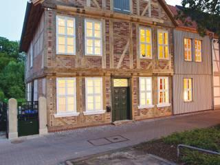 Umbau und Sanierung eines denkmalgeschützten Fachwerkhauses / Barock und Gegenwart: ausgefallene Häuser von Bussemas Architekten