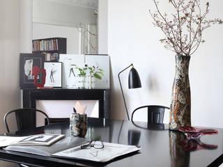 Appartement de Corinne Delemazure - Rue d'Alesia Salon original par Studio Félix Patrat Éclectique