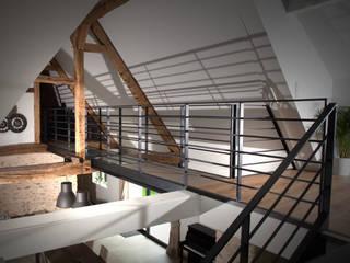 Longère: Couloir et hall d'entrée de style  par LUCAS Maitrise d'Oeuvre