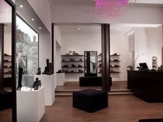Boutique: Locaux commerciaux & Magasins de style  par LUCAS Maitrise d'Oeuvre