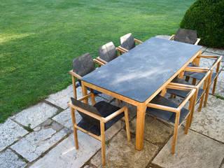 Table et fauteuils TEKURA :  de style  par Les Jardins