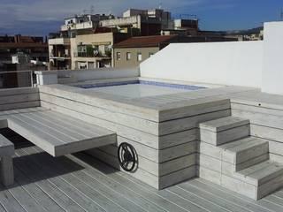 Reforma integral de un ático en Barcelona Piscinas de estilo moderno de CUADRAT PINEN ARQUITECTES Moderno