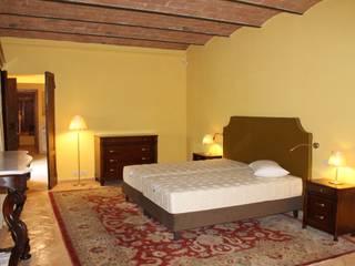 Camera da letto: Camera da letto in stile  di architetto CLAUDIA DEI -Studio Tecnico Progettisti Associati