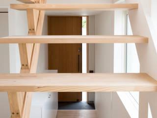 M設計工房 Scandinavian style corridor, hallway& stairs Wood Wood effect