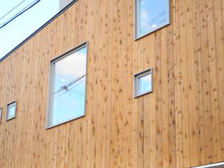 段でつながる家: 建築設計事務所RENGEが手掛けた家です。