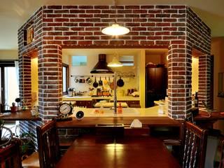 Ruang Makan Gaya Rustic Oleh HAPTIC HOUSE Rustic