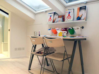 Habitaciones infantiles de estilo  por GK Architects Ltd